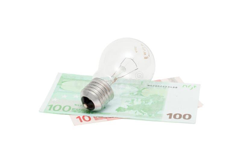 Bulbo eléctrico en las cuentas euro aisladas imágenes de archivo libres de regalías