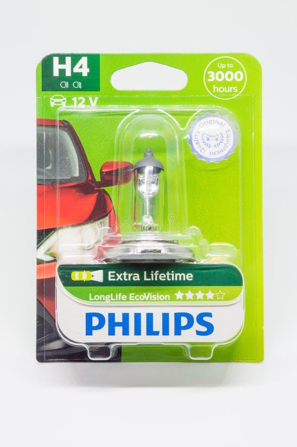 Bulbo LongLife do farol do halogênio de Philips H4 EcoVision Lâmpadas principais elétricas para um carro foto de stock royalty free