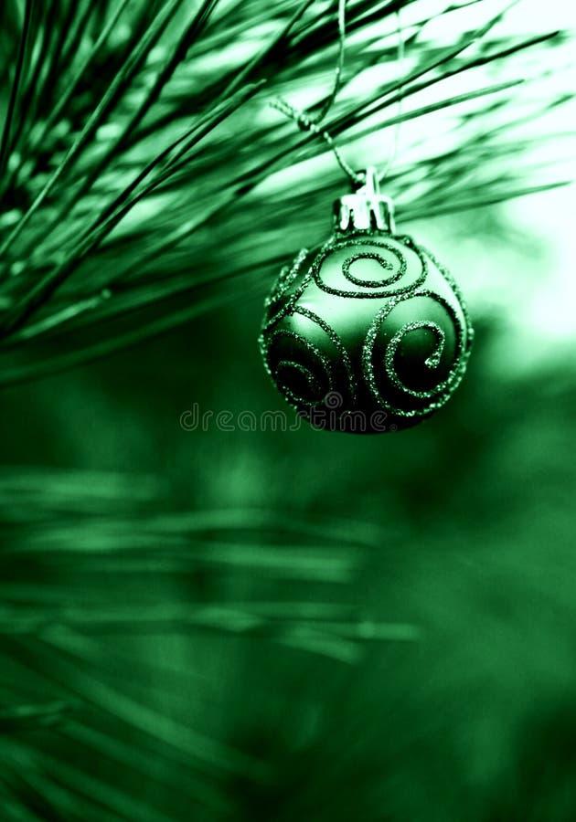 Bulbo verde do Natal fotografia de stock