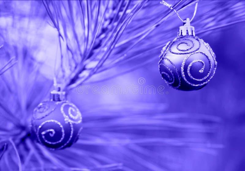 Bulbos azules de la Navidad de Duotone imágenes de archivo libres de regalías