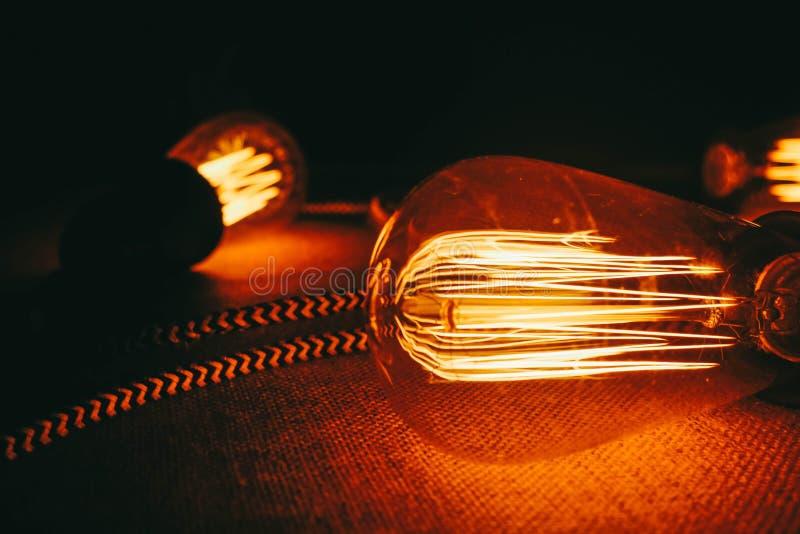 Bulbos de Edison Equipamento da eletricidade foto de stock