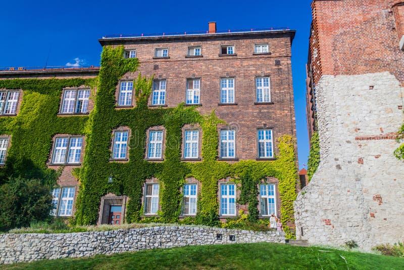 Bulding del mattone e torre di Sandomierz al castello di Wawel a Cracovia, Pola fotografie stock