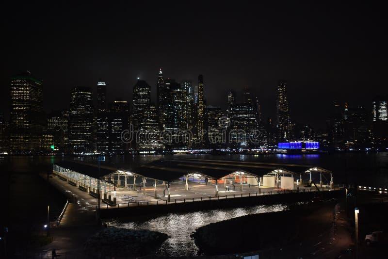 Buldings en la noche de Nueva York foto de archivo libre de regalías