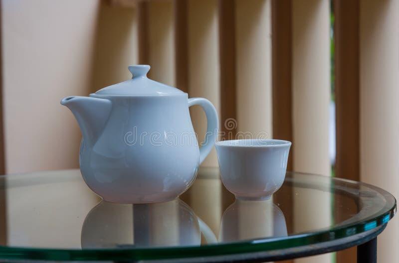 Bule e xícara de chá fotografia de stock