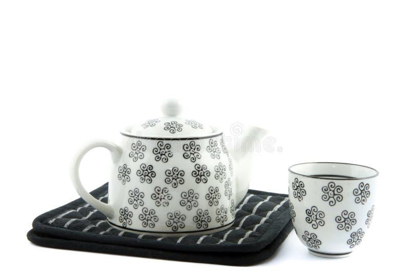 Bule e xícara de chá preto e branco imagens de stock royalty free