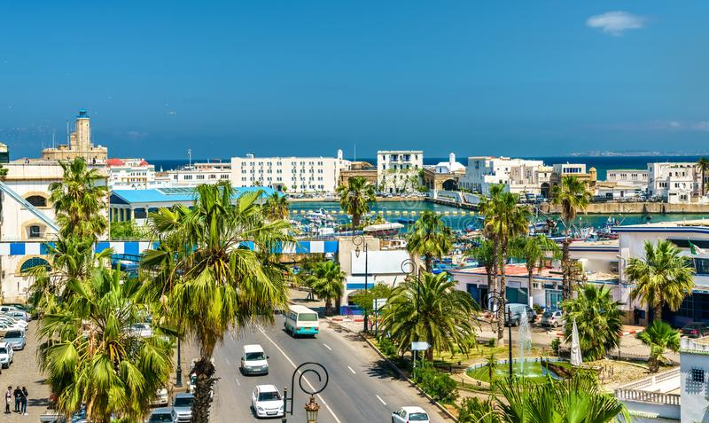 Bulevar en Argel, la capital de la playa de Argelia fotografía de archivo