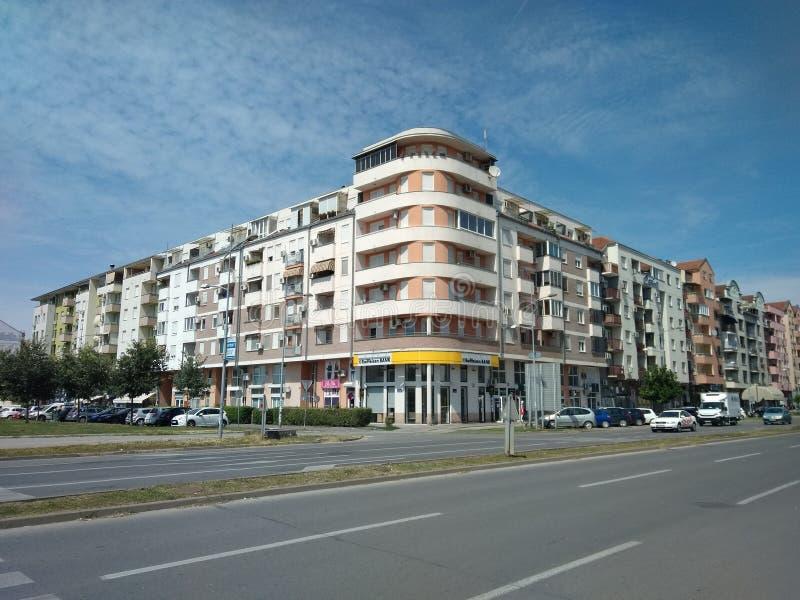 Bulevar Evropa看法在诺维萨德,塞尔维亚,天空蔚蓝 库存照片