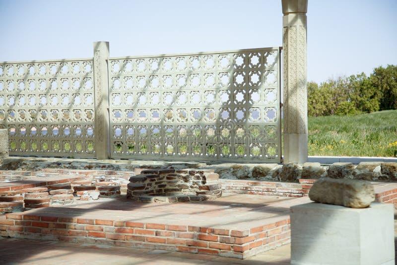 Bulgaars historisch en archeologisch monument dichtbij Kazan Grote Minaret complex van de oude ruïnes in de stad van Bolgar stock foto