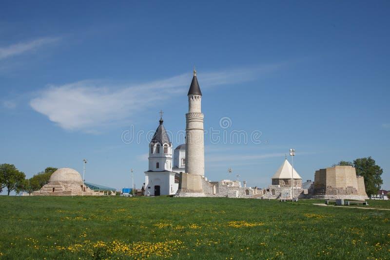 Bulgaars historisch en archeologisch monument dichtbij Kazan Grote Minaret complex van de oude ruïnes in de stad van Bolgar royalty-vrije stock fotografie