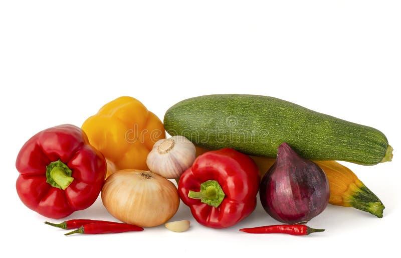 Bulgare de courgette et poivre de piment avec les ampoules de rouge d'ail et blanches photo stock