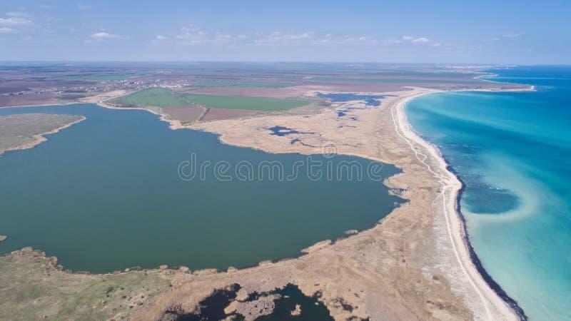Bulgaria salvaje Wiev aéreo de la costa Bulgaria del noreste del lago y del Mar Negro Durankulak Hay más de 260 especies de foto de archivo