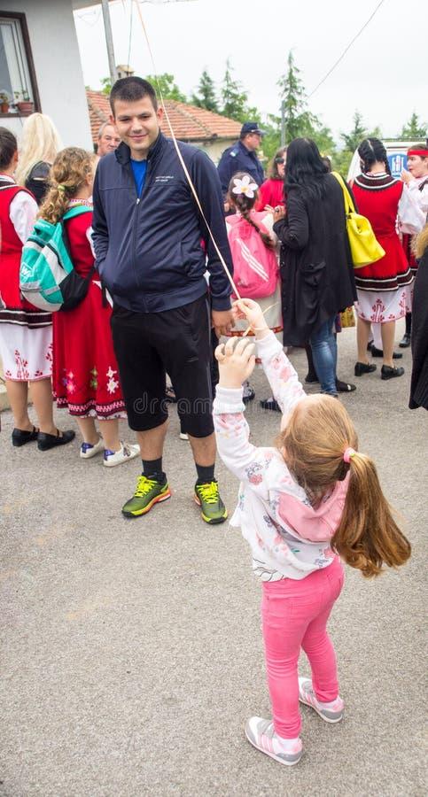 bulgarije Jonge deelnemer van de Nestenar-Spelen in het dorp van Bulgaren stock foto's