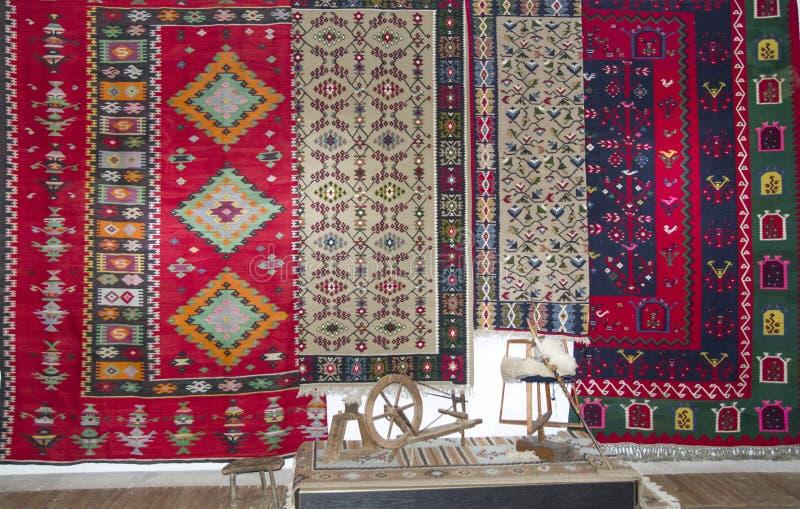 Bulgarische bunte Wollteppiche im Chiprovtsi-Museum, Bulgar lizenzfreie stockbilder
