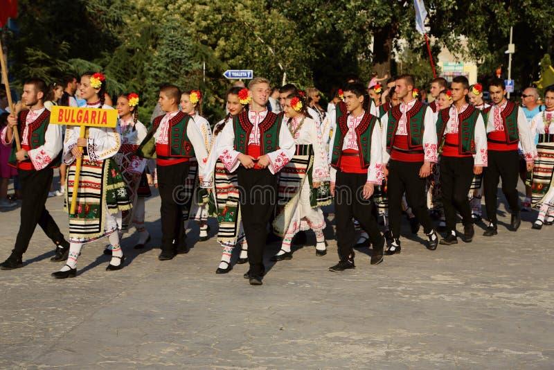 Bulgariska nationella dräkter ståtar royaltyfri fotografi