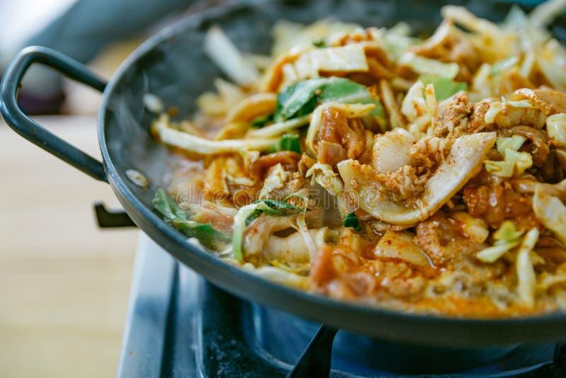 Bulgogi é um prato coreano que consista geralmente na carne posta de conserva grelhada fotografia de stock royalty free