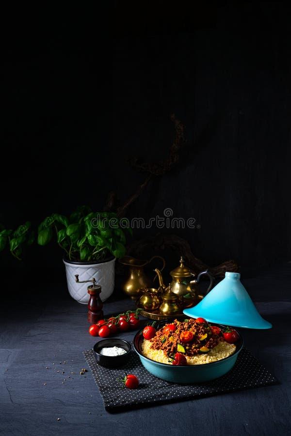 Bulgur pomidorowy z warzywami i mięsem mielonym zdjęcia stock