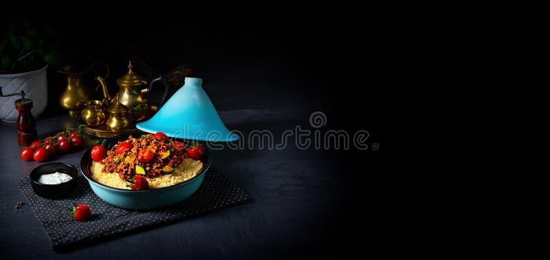 Bulgur pomidorowy z warzywami i mięsem mielonym obraz stock