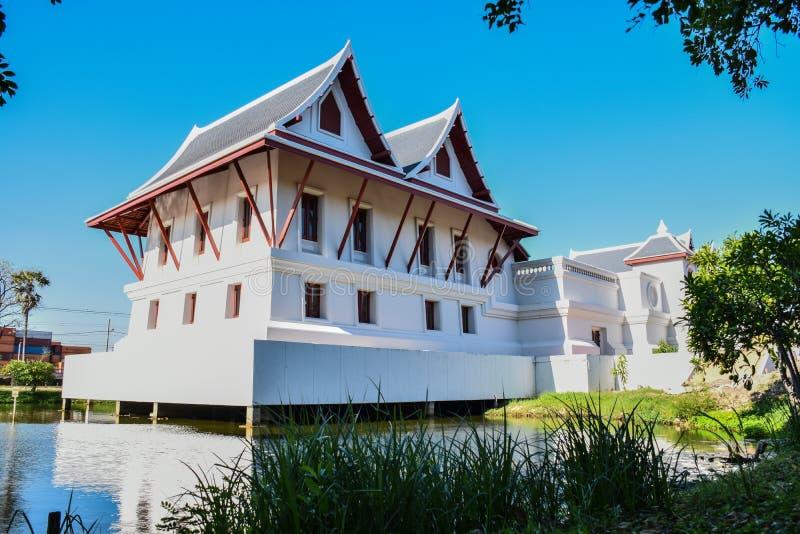 Buliding tailandês em Ladkrabang Banguecoque Tailândia imagem de stock