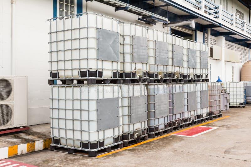 Bulk vloeibare containers royalty-vrije stock fotografie
