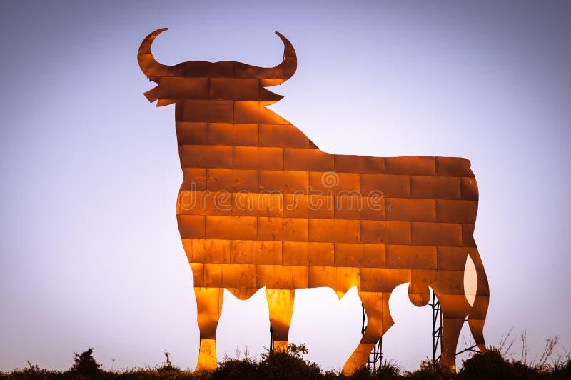 Bull assina dentro a Andaluzia, Espanha fotos de stock royalty free