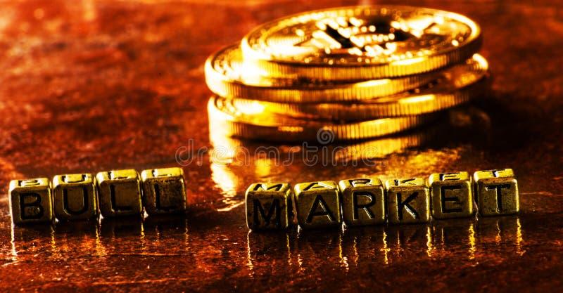 Bull market dell'iscrizione con valuta cripto Bitcoin dorato, BTC immagini stock libere da diritti