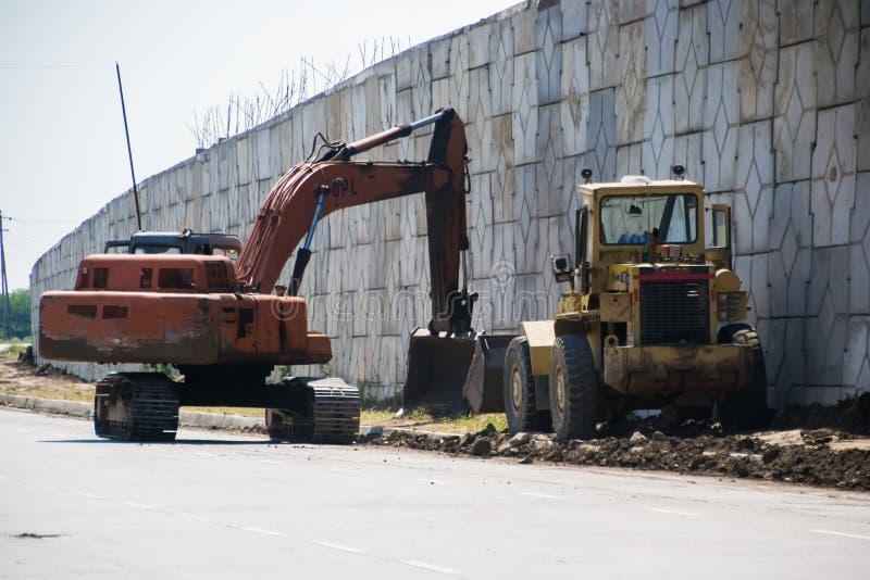 Bulldozer en Pokeland-de Graver van de Machinelader royalty-vrije stock afbeeldingen