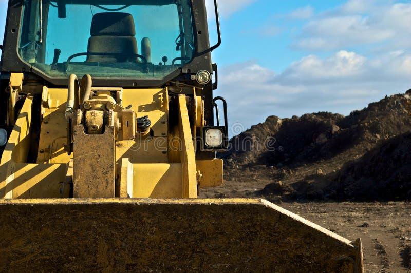 Bulldozer en vuil op contructionplaats royalty-vrije stock afbeelding