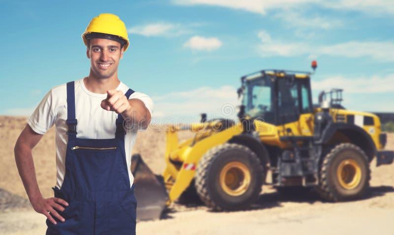 Bulldozer met het richten van Latijns-Amerikaanse bouwvakker stock foto