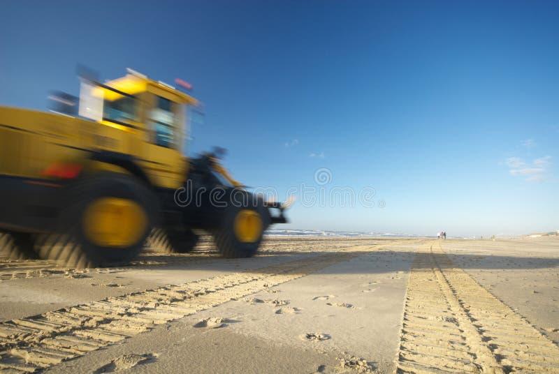 Bulldozer op strand royalty-vrije stock afbeelding