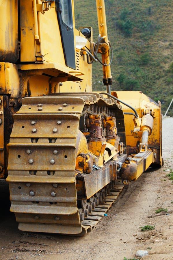 Bulldozer på arbete royaltyfria foton