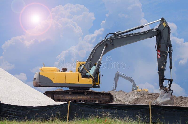 Bulldozer på arbete royaltyfria bilder