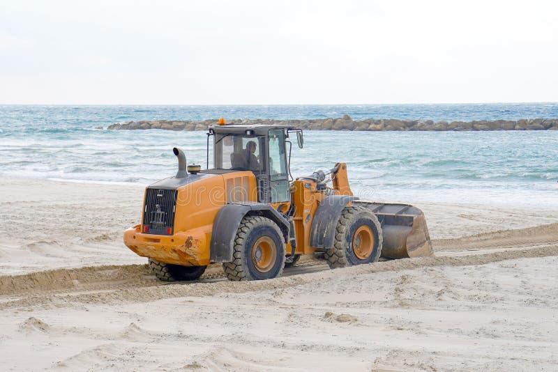 Bulldozer per mare immagine stock