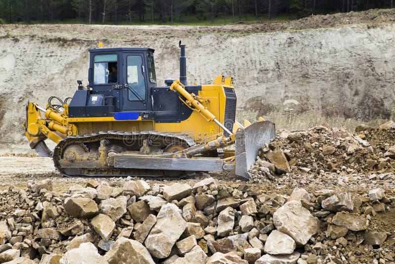 Bulldozer sul cantiere della strada immagine stock libera da diritti