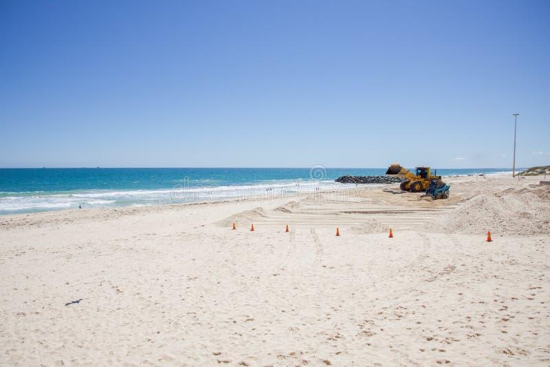 Bulldozing la spiaggia fotografia stock