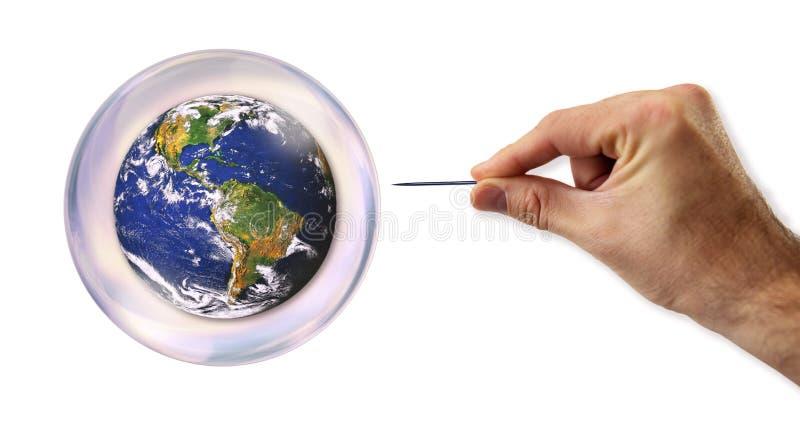 Bulle économique du monde environ à éclater par une aiguille photographie stock libre de droits