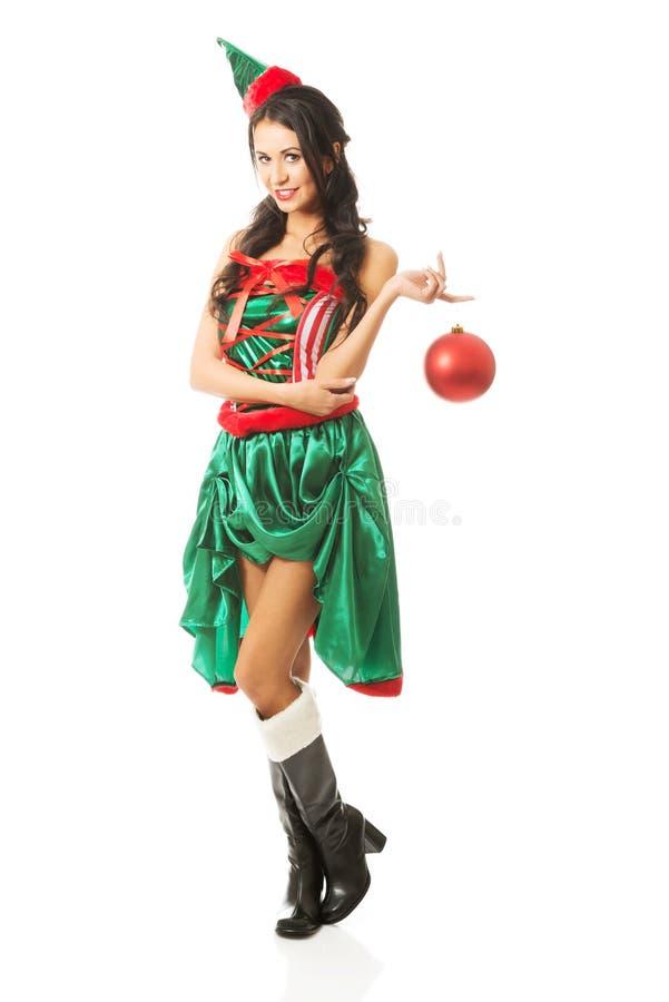 Bulle accrochante de Noël de femme intégrale sur son doigt photos stock
