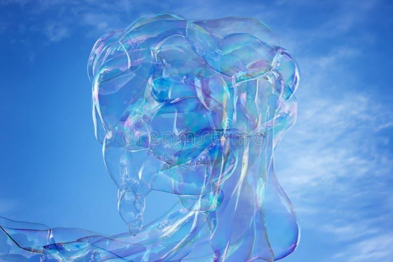 Bulle de savon dans le ciel avec le ciel bleu images libres de droits