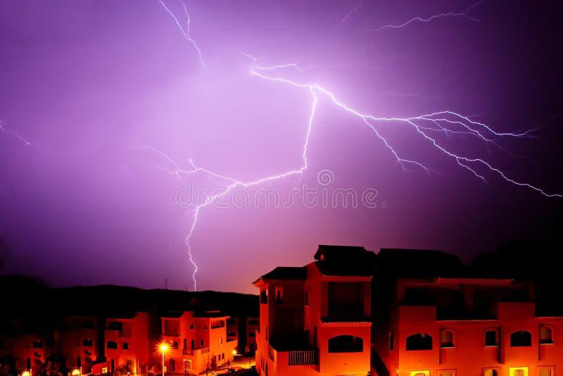 Bullone stupefacente di alleggerimento alla notte in Spagna fotografie stock libere da diritti
