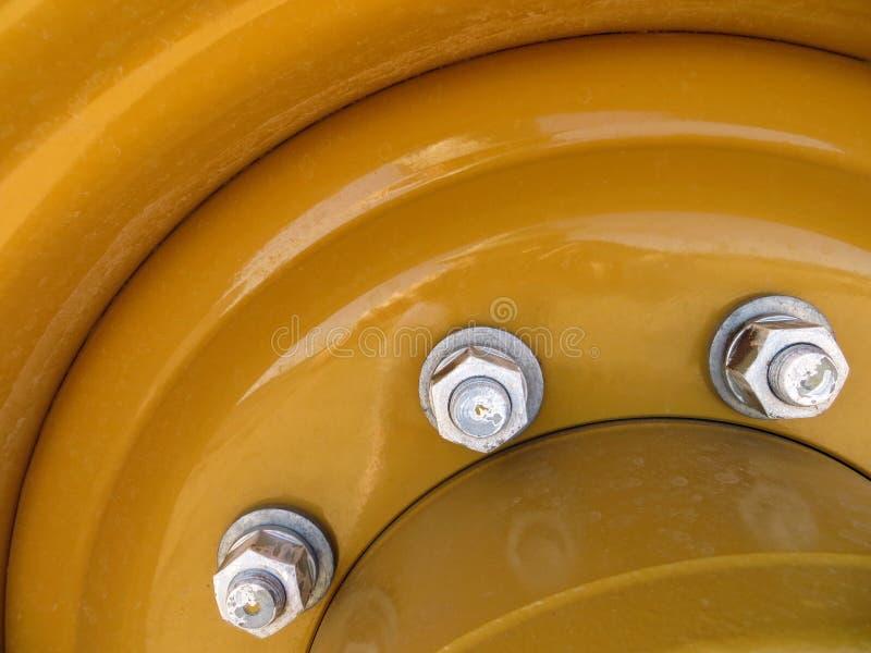 Bulloni dell'argento del metallo giallo fotografia stock libera da diritti