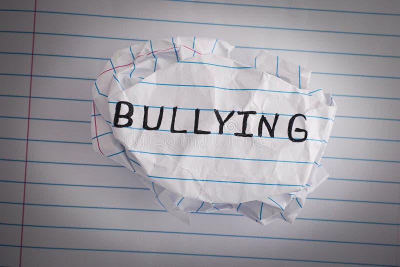 bullying Palla di carta sgualcita con l'oppressione di parola fotografie stock