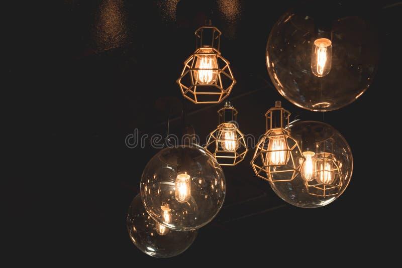 Download Bulp En Linterna Del Hierro Foto de archivo - Imagen de electricidad, creativo: 64204254