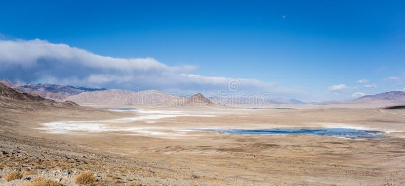 Bulunkul, Tadschikistan: Schöne Ansicht in Pamir Tadschikistan stockfotos