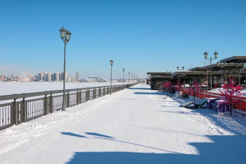 Bulwar i miasto w zimie kazan Russia fotografia stock