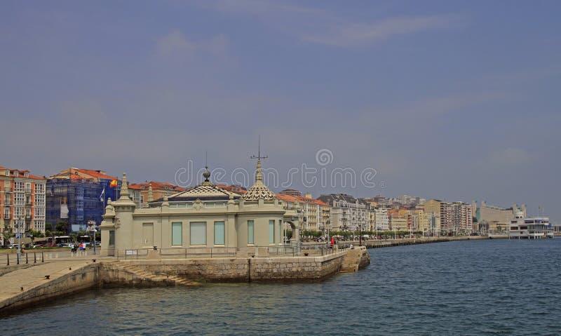 Bulwaru deptak w hiszpańskim mieście Santander zdjęcie royalty free