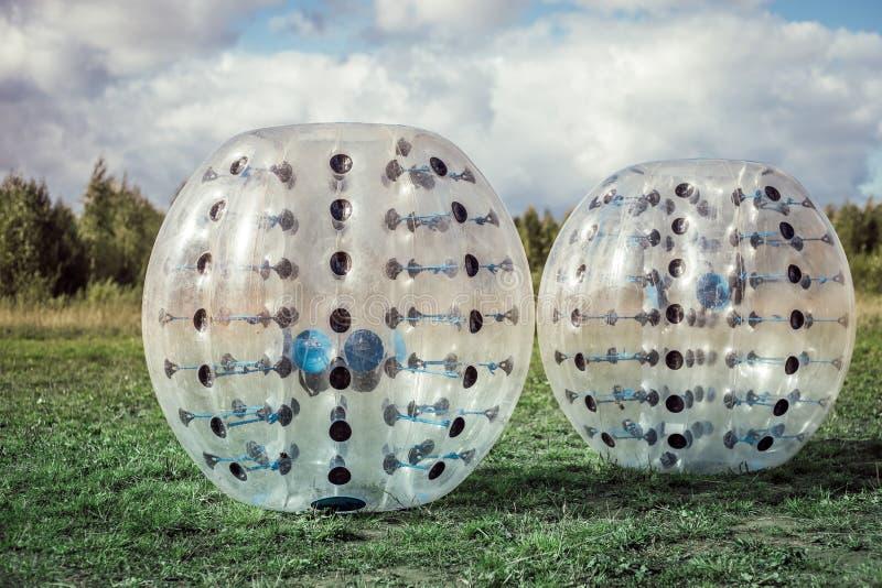 Bumper-ballen voor voetbal het spelen op een groen gazon royalty-vrije stock afbeelding