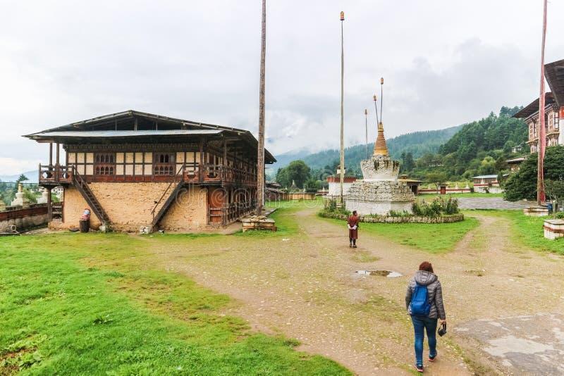 Bumthang, Butão - 13 de setembro de 2016: Kurjey Lhakhang o Temp fotos de stock royalty free