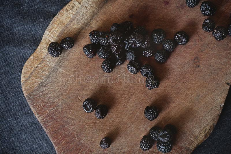 A bunch of blackberries on the cutting board royalty free stock images