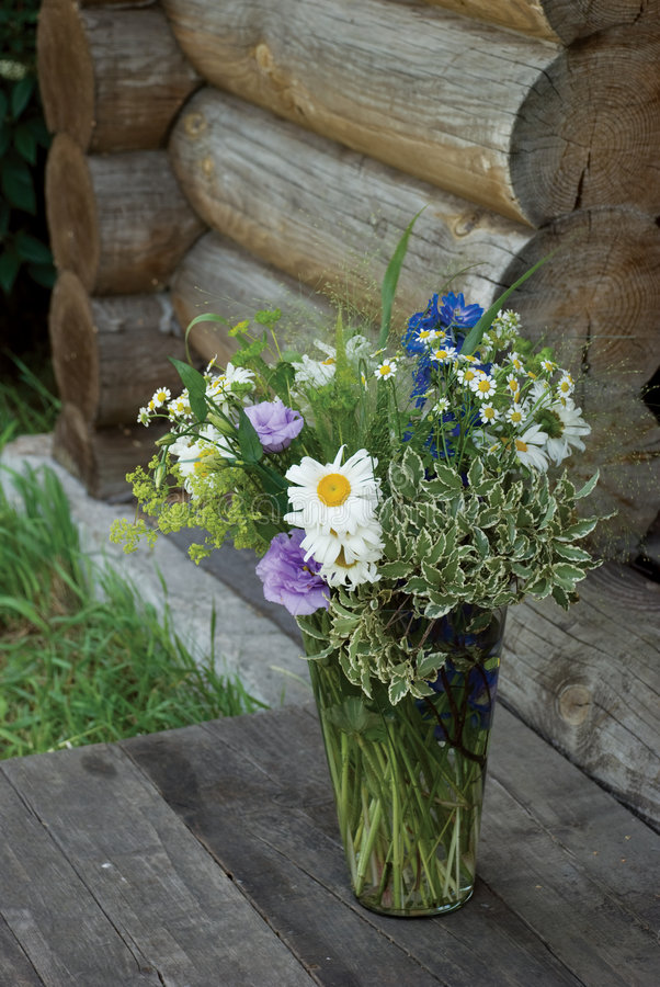 Free Bunch Of Flowers In The Glass Royalty Free Stock Photography - 6594487