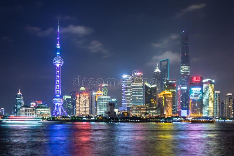 Bund di Shanghai nella notte fotografia stock libera da diritti