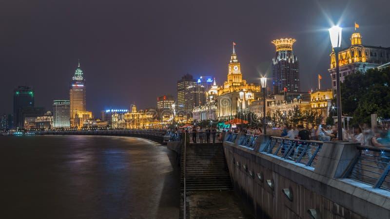 Bund di Shanghai nella notte fotografie stock